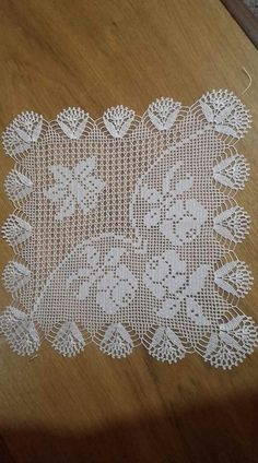 This Pin was discovered by mar Crochet Table Runner Pattern, Crochet Edging Patterns, Crochet Lace Edging, Crochet Cardigan Pattern, Crochet Blocks, Granny Square Crochet Pattern, Unique Crochet, Crochet Borders, Crochet Squares