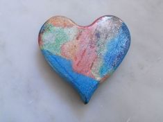 Valentine's Day hearts: How to make recycled crayon hearts, perfect for Valentine's Day or any day! To do with my old crayon bits to add to our valentines. Valentine Activities, Art Activities For Kids, Art For Kids, Fun Crafts To Do, Arts And Crafts Projects, Crafts For Kids, Making Crayons, Recycled Crayons, Crayon Heart