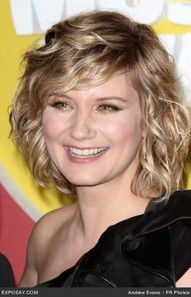 great short cut for curly hair if only my hair wouldn't afo out... :(
