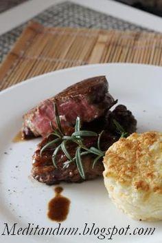 Il filetto di manzo al balsamico è una ricetta molto veloce, che si prepara in pochi minuti e può essere accompagnato da un flan di verdura...