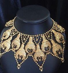 Vintage-Kenneth-Jay-Lane-Gold-Tone-Crown-Statement-Bib-Necklace-Oversize-Runway