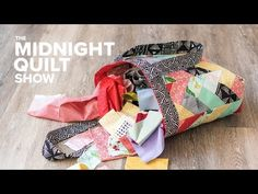 Good explanation of how to make a lining and have finished seams inside-- A QUILTED TOTE BAG Challenge with The Crafty Gemini! Coin Purse Tutorial, Zipper Pouch Tutorial, Tote Tutorial, Bag Patterns To Sew, Tote Pattern, Sewing Patterns, Quilt Pattern, Quilted Tote Bags, Patchwork Bags