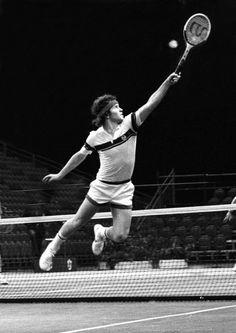 John McEnroe in flight volley Tennis Rules, Tennis Tips, Lawn Tennis, Sport Tennis, Jimmy Connors, How To Play Tennis, Tennis Photography, Tennis Photos, Tennis Lessons