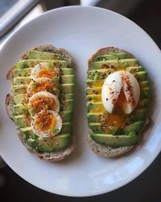 Toasting on Monday with these Sweet Potato Toasts Two Ways! 😍 Swipe left for more healthy toast ideas 😋! Boiled Egg Nutrition, Health And Nutrition, Health Facts, Health Quotes, Healthy Snacks, Healthy Eating, Healthy Recipes, Fruit Snacks, Lunch Recipes