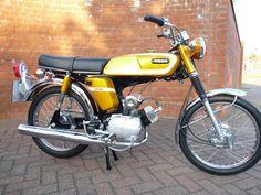 Mini Motorbike, Motorcycle Art, Honda Cub, Japanese Motorcycle, Yamaha Motor, 50cc, Vintage Bikes, Vintage Japanese, Cars And Motorcycles
