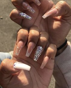 On average, the finger nails grow from 3 to millimeters per month. If it is difficult to change their growth rate, however, it is possible to cheat on their appearance and length through false nails. Aycrlic Nails, Glam Nails, Bling Nails, Hair And Nails, Coffin Nails, Matte Nails, Bling Bling, Nagel Bling, Fire Nails