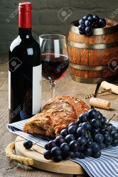 Vin Rouge Et De Raisin Dans Un Cadre Millésime Banque D'Images Et Photos Libres De Droits. Image 17795419.