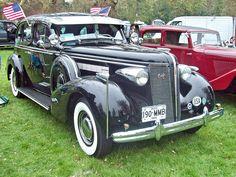 1937 Buick Roadmaster Sedan Straight 8 Cylinder Engine (Photo by R,Knight) Buick Sedan, Buick Cars, Vintage Cars, Antique Cars, Weston Park, Buick Roadmaster, Station Wagon, General Motors, Cars Motorcycles