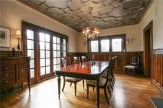 love everything about this dining room -- silvery-gray detailed ceiling, the woodwork, the french doors & windows...*sigh*