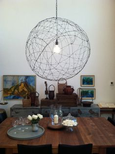 Orb light fixture with tutorial by Orlando Soria as seen on my fave design show Secrets from a Stylist! Diy House Projects, Cool Diy Projects, Orb Light, Diy Decor Projects, Diy Light Fixtures, Wire Chandelier, Diy Pendant Lamp, Diy Chandelier, Diy Lighting
