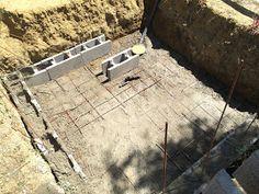 Construction d'une petite piscine en béton équipée spa: Début de la construction piscine béton Patio, Spa, Small Swimming Pools, Houses, Walls, Terrace