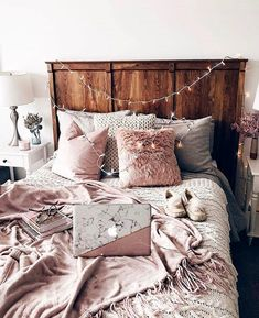 bedroom decor ideas for teens; Small and warm cozy bedroom ideas; Pink and grey bedroom;Minimalist home design. Dream Rooms, Dream Bedroom, Girls Bedroom, Pretty Bedroom, White Bedroom, Modern Bedroom, Stylish Bedroom, Pink Master Bedroom, 70s Bedroom