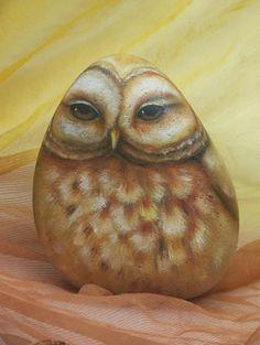bemalte Steine - Marion Kaiser...beautifully painted owl!!