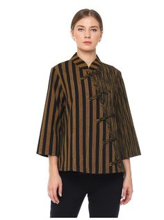 Kain sorjan buat wanita Blouse Batik, Batik Dress, Blouse Dress, Blouse Patterns, Blouse Designs, Mode Batik, Big Size Fashion, Model Kebaya, Batik Kebaya