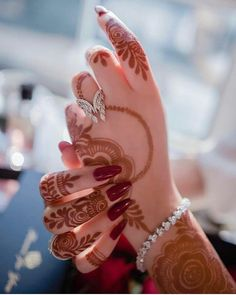 We have presented here a lot of best designs of henna and mehndi for brides and also for modern ladies to wear on wedding and special occasions in year This one is more elegant henna arts for this year. Henna Hand Designs, Mehandi Designs, Stylish Mehndi Designs, Arabic Mehndi Designs, Latest Mehndi Designs, Bridal Mehndi Designs, Mehndi Designs For Hands, Mehndi Images, Hand Mehndi