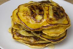 These comforting little pillows of joy are full of flavour and have no added sugar. They may be the lightest and fluffiest banana pancakes you'll ever try. Brunch Recipes, Dessert Recipes, Desserts, Berry Sauce, Banana Slice, Cooking Recipes, Healthy Recipes, Banana Pancakes, Popular Recipes