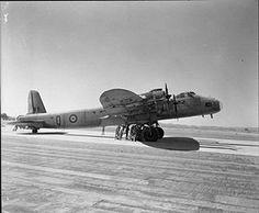 Short Stirling fue el primer bombardero pesado cuatrimotor británico que combatió en la Segunda Guerra Mundial.  Fue diseñado y construido por Short Brothers según una especificación emitida en 1936 por el Ministerio del Aire. Cuando el preferido modelo de la Supermarine fue cancelado, la RAF ordenó al Stirling. Entró en servicio a inicios de 1941, pero tuvo una carrera operativa relativamente breve como bombardero,