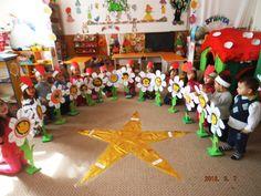 Flower Crafts, Flower Art, 8 Martie, Teacher Supplies, Classroom Decor, Independence Day, Kids And Parenting, Activities For Kids, Kindergarten