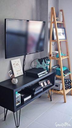 Aprenda a criar e renovar móveis usando pés palito! Hoje vou ensinar a criar um puff, uma mesinha lateral e um rack Sala, Living Room Decor, House Rooms, Home Decor, Diy Apartment Decor, Apartment Decor, Home Deco, Interior Design Living Room, Home And Living