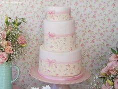 the cake for this little flowers themed party 1st Birthday Girls, Happy Birthday, Little Flowers, Aurora, Party Themes, Cakes, Kids, Baby First Birthday, Fiestas