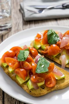 Awesome Avocado Toast Ideas and Recipes for Any Lifestyle - The Foodellers Veggie Recipes, Vegetarian Recipes, Snack Recipes, Healthy Recipes, Avocado Toast, Avocado Dessert, Pesto, Avocado Salat, Light In