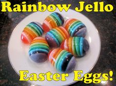 DIY Rainbow Jello Easter Eggs - DIY & Crafts For Moms Making these for the kids for Easter. Jello Easter Eggs, Plastic Easter Eggs, Easter Food, Easter Stuff, Easter Decor, Easter Bunny, Easter Dinner, Easter Party, Easter 2018