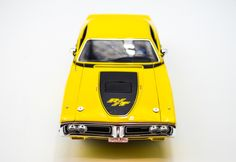 1971 Dodge Charger RT - 1:18 - Yellow - Auto World Diecast