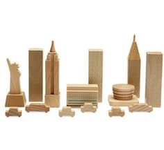 New York in a Bag: NYC in mini wood blocks. Also available for Tokyo, London and Paris (not for kids under 3 years).