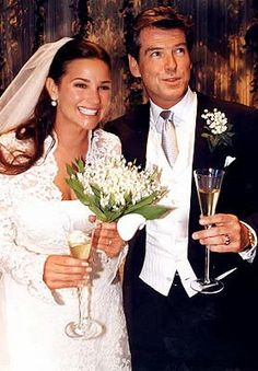 Keely Shaye Smith's Wedding Dress: When television presenter Keely Shaye Smith married actor Pierce Brosnan, she wore one of the best gowns worn by any celebrity during her wedding day. The dress designed by Richard Tyler, was marked with pearl encrusted overall motifs, had a French lace coat covered with many hand-sewn fresh water pearls. It is estimated at $60,000
