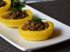 I cestini di polenta e lenticchie sono un antipasto perfetto in tutte le occasioni, ma soprattutto durante le festività di fine anno!