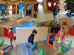 Vendredi matin, nous avons effectué un parcours en gym : se balancer sur le pont, équilibre sur poutres, marcher sur les plots,... Gym, School Life, Ms Gs, Physical Activities, Motor Skills, Physics, Preschool, Kids Rugs, Teaching