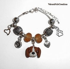 Bracciale con ciondolo cane beagle in fimo, by Velours Noir Crèations, 18,00 € su misshobby.com