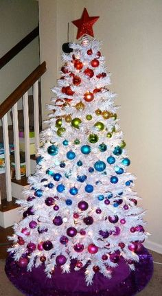 Awesome Christmas Trees   23 awesome White And Silver Christmas Tree Decorations