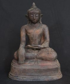 Antique Buddha statue [Material: Bronze] [44 cm high] [19th century] [Ava style] [Bhumisparsha Mudra] [Originating from Burma] [Price: 600 euro]