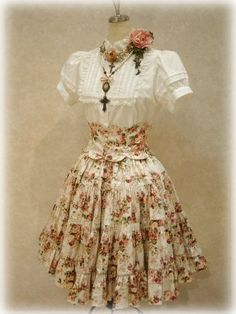 classic lolita would love it without the cross necklaces. Kawaii Fashion, Lolita Fashion, Cute Fashion, Fashion Outfits, Vintage Outfits, Vintage Dresses, Vintage Fashion, Japanese Fashion, Asian Fashion