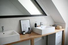 Like the basin, worktop, plain furniture and big mirror arrangement