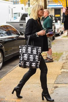 She's sad as well! The Oscar winner carried a black-and-white tote with the face of a screaming woman on it. In her hand was a cup of tea in a glass cup Black Pants Outfit, Female Stars, Cate Blanchett, Sandra Bullock, Style Icons, Celebrity Style, Vogue, Street Style, Style Inspiration