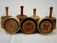 antique butter molds - I can remember making butter at my Grandmother's house and using wooden molds like these. Springerle Cookies, Sugar Mold, Butter Molds, Churning Butter, Primitive Antiques, Wooden Bowls, Old Wood, Vintage Kitchen, Vintage Items