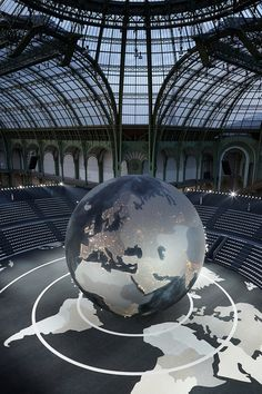 CHANEL 2013-14 Fall-Winter Show Place