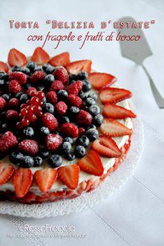 """Torta """"Delizia d'estate"""" con fragole e frutti di bosco -  Rosso Fragola"""