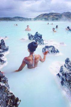Heiße Quellen in Island. Den richtigen Reisebegleiter findet ihr bei uns: https://www.profibag.de/reisegepaeck/