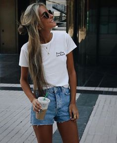 15 Summer Street Style Trends We're Totally Obsessed With cute summer street style outfits! Street Style Trends, Street Style Outfits, Street Style Summer, Street Styles, Date Outfits, Boho Outfits, Dress Outfits, Vegas Outfits, Woman Outfits