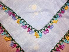 Floral Edging Tatting (Closeup)