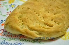 Bica de azeite é um pão tradicional da Beira Baixa. Lembro-me de em pequena mergulhar nesta delícia, na casa da minha querida avó Silvana...