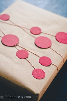 GiftWrap ideas - wrap a box in brown kraft paper then embellish with cut out shapes and string. #guftwrapping #brownpaper #emballagecadeau