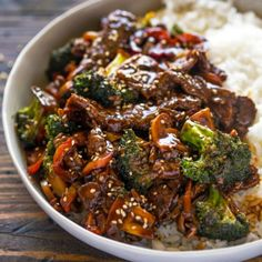 Quick 15 Minute Beef and Broccoli Stir Fry with Chuck Steaks Corn Starch Water Olive Oil Garlic Broccoli Florets Small Onion Bell Pepper Mushrooms Cooked Rice Reduced Sodium Soy Sauce Water Brown Sugar Ground Ginger Corn Starch. Salmon Recipes, Asian Recipes, Chinese Beef Recipes, Easy Beef And Broccoli, Garlic Broccoli, Mushroom Broccoli, Beef Broccoli Stir Fry, Beef Stir Fry Sauce, Asian Beef Stir Fry