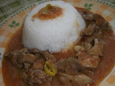 Cibuli nakrájíme na drobno a dáme na pánev s zahřátým olejem. Přidáme očištěná játra a zasypeme kurkumou a libečkem. Orestujeme a ztlumíme na... Grains, Rice, Food, Turmeric, Kochen, Meal, Essen, Hoods, Meals