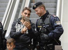 Wenn das Handy geklaut wurde, sollte man schnell handeln – und der Polizei seine IMEI-Nummer mitteilen. Wie Sie diese in wenigen Sekunden finden, verrät die Polizei München jetzt in einem Facebook-Beitrag.