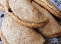 Aszalt szilvás félhold (vegán) Bread, Vegan, Ethnic Recipes, Food, Meals, Breads, Bakeries, Yemek, Patisserie