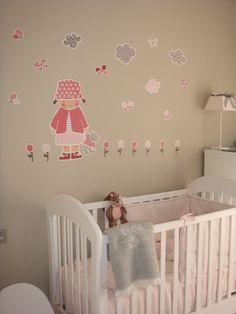 Habitación de Clara con vinilo infantil